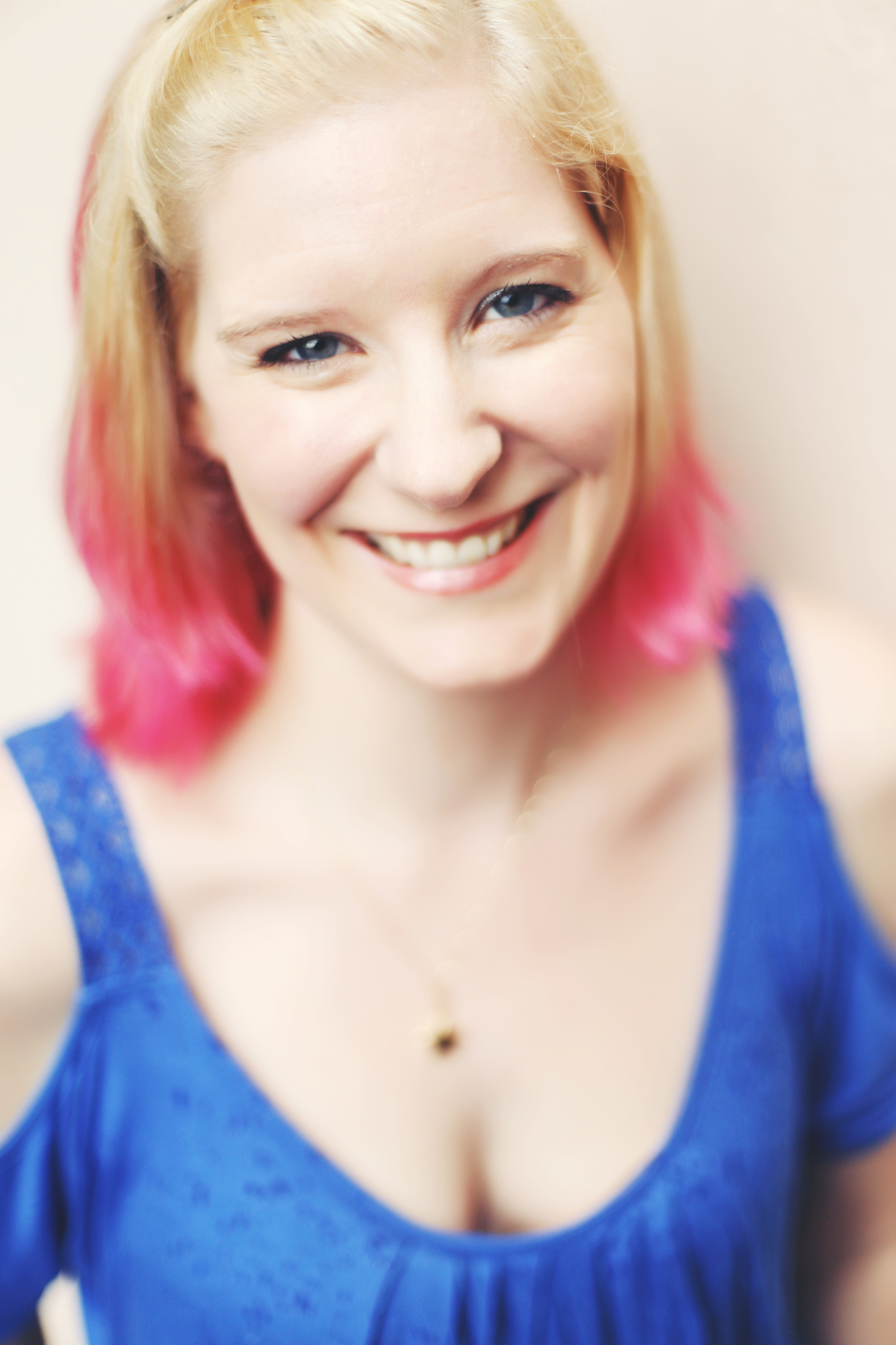 Tracy Banghart on her Reading Addiction, Writing Obsession + Major Hotsauce